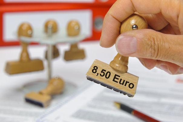 Ob der Mindestlohn über oder unter der Pfändungsgrenze liegt, hängt davon ab, ob der Schuldner unterhaltspflichtig ist