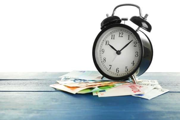 Wecker unf Geld: Zeit für den Inkasso Auftrag
